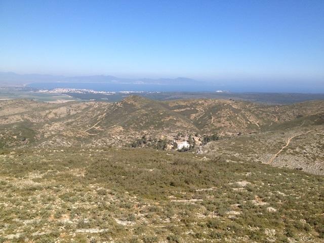 vista al Nord: ermita de Sta. Caterina, l'Escala i el golf de Roses