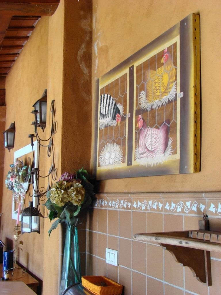 Barbacoa de la casa rural Mas Petit feta amb ceràmica de La Bisbal
