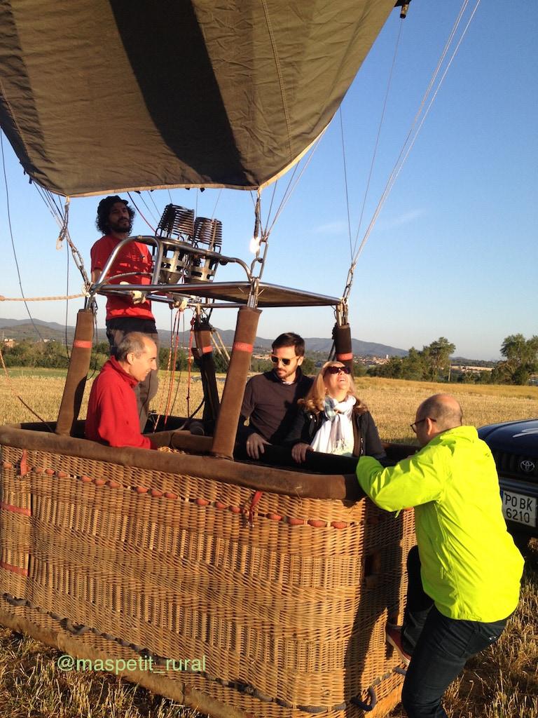 Subiendo a la cesta del globo aerostático